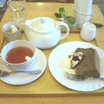 Tiny Bee - 日替わりのお菓子、この日は『ほうじ茶のシフォンケーキ』。