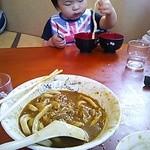 37582085 - 私の食べかけのカレーうどんは気にせず、次男坊の指より太い麺にご注目下さいませ。