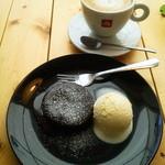 カフェ カプリ - 2013年5月 カウンターで頂いたフォンダンショコラとバニラアイス。