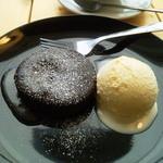 カフェ カプリ - 2013年5月 フォンダンショコラとバニラアイス。もう一度食べたい。