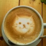カフェ カプリ - 2013年5月 私が猫雑誌ばかり読んでいたからでしょうか、ラテアートがにゃんこで嬉しかったv