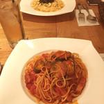 マノ・キッチンカフェ - モスコミュール/茄子とベーコンのトマトソース