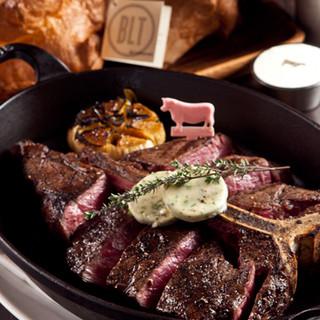 人気一番はフィレ&サーロインが楽しめるTボーンステーキ