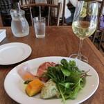 Pittsuriakarore - 前菜と白ワイン