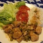 CASA DE EDUARDO - チキンとレンズ豆(?)の煮込み