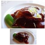 中国料理 石本 - お肉料理・・お肉の切り身が3キレのせられています。 お肉自体は柔らかいですが、お味はケチャップ風味で好みではありませんでした。