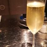 イタリアンバル・マルテ - グラス泡