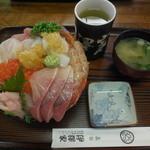 37593121 - 豪華海鮮丼 巨大ドーム盛り¥1680-