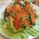 37594696 - ドレッシングの美味しいサラダ