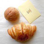 ベーカリー LDK - クロワッサンとあずきパン