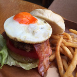 Hamburger Cafe UNICO - ベーコンエッグバーガー