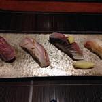 37596919 - (25.5)炙り寿司(カツオ、ひらまさ、シメサバ、タイ)