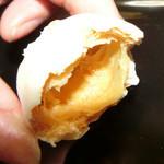 ピュアココ - シュー皮にホワイトチョコでコーティング。サクサクっと軽いですよ。