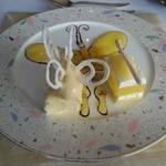 37598853 - デザート ゴールデンオレンジのパピヨン仕立て、ベイクドとレアチーズケーキ