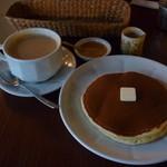 雨林舎 - カフェオレとホットケーキ1枚
