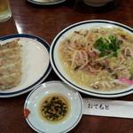 皇上皇 - 皿うどん、餃子セット 1188円
