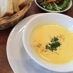 けやき坂ベーカリー - ランチのスープとサラダ