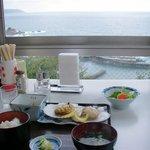 レストハウスうしお - 定食と窓