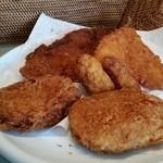 マルフジ - 料理写真:ドライブがてらにお肉屋さんで揚げもの買ってきました♪