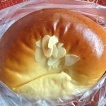 37605091 - 自家製カスタードクリームパン(162円)