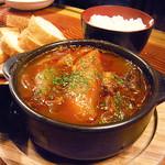 ライノスキッチン - 牛筋煮込み、トマトソースベース
