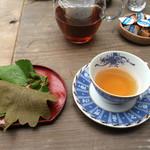 安樹 - 新城紅茶セット。もろこしの柏餅。