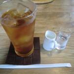 JiJi - アイスミルクティー 430円
