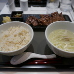 冠舌屋 - 料理写真:牛タンしお定食(1.5人前)