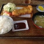 とん亭 - サービスかつ定食610円