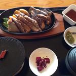37612502 - 湧秀牛ステーキ定食。180gで1600円は納得の価格。