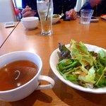 37613305 - 1,550円のランチコース。スープとサラダ