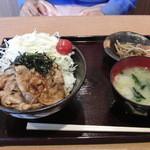甘楽パーキングエリア(下り線)スナックコーナー - ばかうま丼