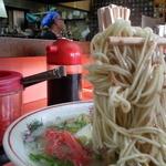 37617652 - 麺は手網で豪快に上げたまま…塊り気味▼( TДT)▼