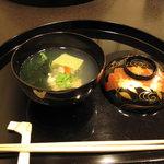 3762672 - うすい豆の豆腐。吉兆のお出汁は香り重視の味はうすめ。
