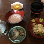 涌井せんたあ - そばつゆ、薬味、とろろ、天ぷらの塩、沢庵