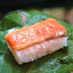 柿の葉おすし山の辺 - 料理写真:柿の葉寿司  鮭
