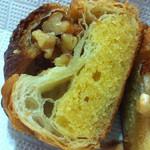 パンやきどころ RIKI - アーモンドクリームとクルミ