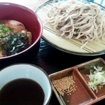 そば処 春木屋 - 料理写真:「ランチセット」¥980 丼はつくね丼