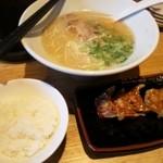 37628660 - 白丸元味+餃子+ライス