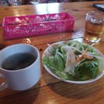 ステーキハウススフィーダ - 最初にスープとサラダを