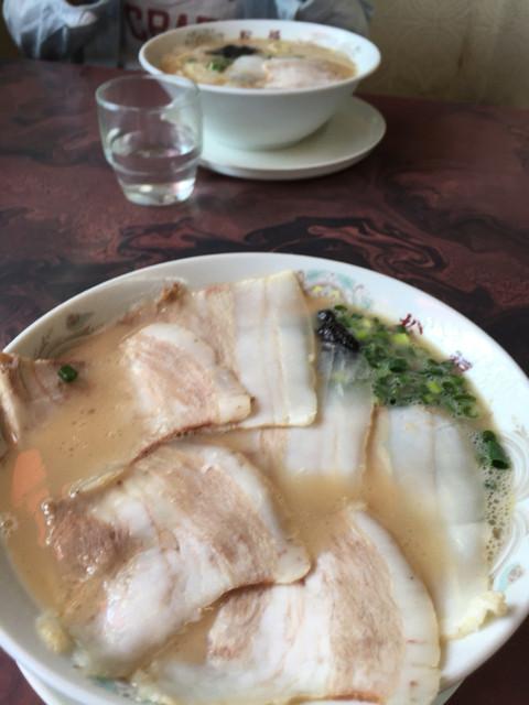 松福 - チャーシューラーメン ¥700 とラーメン ¥500 小振りの丼で受け皿付き