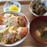 てんぐ食堂 - カツ丼600円 安くて美味しい! フキとコンニャクの煮物も美味しい!