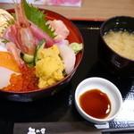 丼の店 おいかわ - 宮古海鮮丼(1500円)に300円追加でウニも!