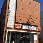 ベーカリーカフェ アンジュール - モダンな建物の「アンジュール」