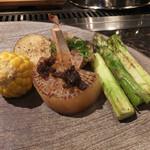 神戸牛高倉 - 焼き野菜~トウモロコシ、神戸牛のしぐれをのせた大根、グリーンアスパラ、じゃがバタ、椎茸