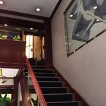 37639078 - 店内  2階へ上がる階段
