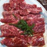 聖和苑 - カルビ(並)900円。どこのお店のカルビよりも肉厚で美味しいです。