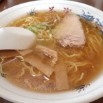 茶楽 - 料理写真:醤油と塩のハーフラーメン;寧ろ塩寄り,ふわりと醤油 @2015/05/05