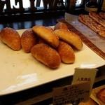 37642305 - 塩パンが美味そう!