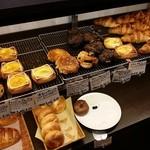 37642308 - リーズナブルな菓子パンがズラリ